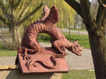 """Brighton Dragon medium """"V """"tile"""