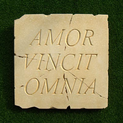 amor vincit omnia plaque the green man tuinverbeelding. Black Bedroom Furniture Sets. Home Design Ideas
